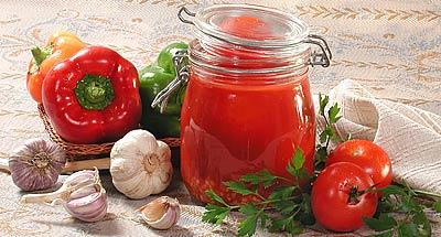 Перец с чесноком в томатном соке