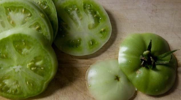 Зеленые помидоры с луком