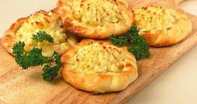 Картофельная ватрушка с творогом
