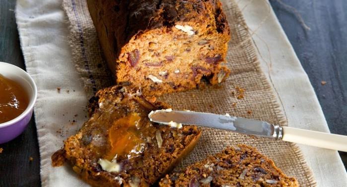 Медовый кекс с орехами и вишней