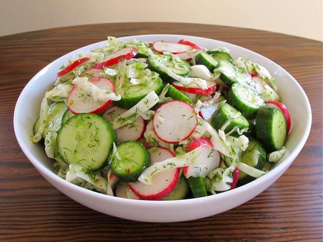 Салат из редиса и пекинской капусты